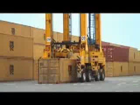 0 Le Port, la plaque tournante de lOcéan Indien