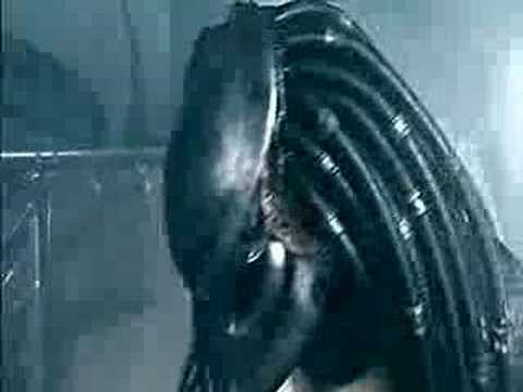 Aliens vs. Predator In the Shower