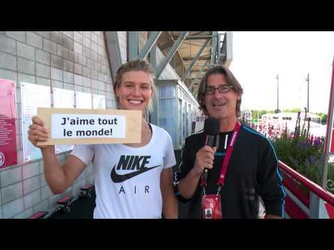 Jean-René Dufort donne des conseils à Eugenie Bouchard.