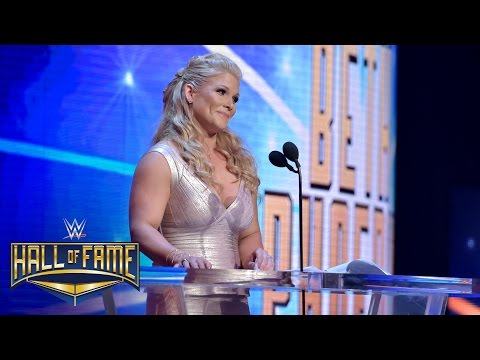 Beth Phoenix offers a Rated-R tribute to Edge: WWE Hall of Fame 2017 (WWE Network Exclusive) (видео)
