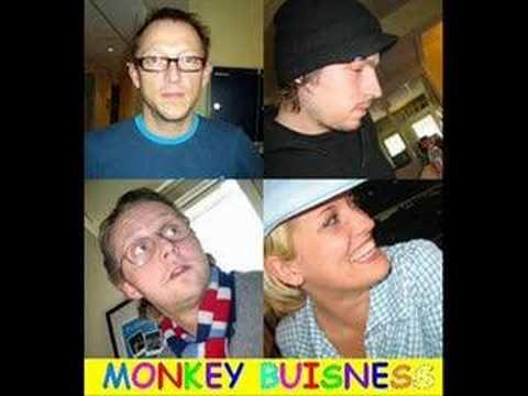 Monkey Business feat L.O.C & Jokeren - Kære Julemain