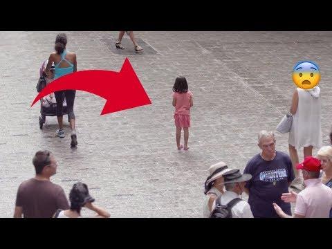 Kind allein auf der Straße