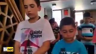 Kıldırdığı namaz ile kendine hayran bırakan çocuk imam