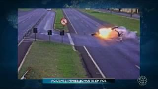 EM FOZ DO IGUAÇU CÂMERAS FLAGRAM ACIDENTE TERRÍVEL NA BR 277 IMAGENS FORTES