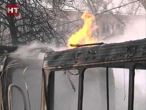 На улице Людогоща в Великом Новгороде сгорел рейсовый автобус