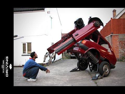 incredibile ,una ford fiesta trasformata in robot