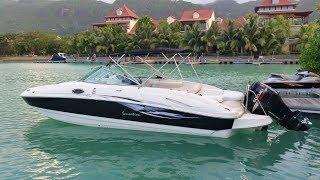 Location de bateau pour la journée ou la demi-journée, avec un skipper diplômé, pour respecter la Loi aux Seychelles. Balade en...