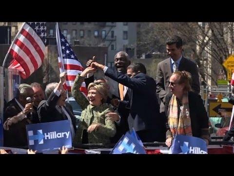 Hillary Clinton metiendole al merengue