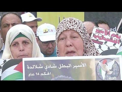 Οι Παλαιστίνιοι διαδηλώνουν για τους κρατούμενους απεργούς πείνας