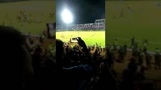 Video New live Kanjuruhan.. Bentrokan sadis suporter Arema vs Persib Liga 1 15 April 2018 polisi kuwalahan MP3, 3GP, MP4, WEBM, AVI, FLV April 2018