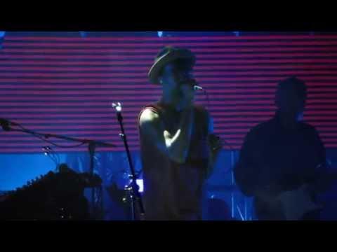 Για πρώτη φορά live το αυθεντικό Pray for Rain των Massive Attack (video)