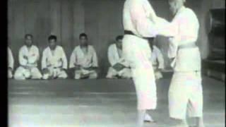 4 võ sĩ không vật nổi 1 lão võ sư Judo