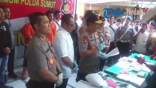 Video Paparan Tangkapan Otak Pelaku Pembunuhan Satu Keluarga di Tanjungmorawa oleh Polda Sumut MP3, 3GP, MP4, WEBM, AVI, FLV Oktober 2018