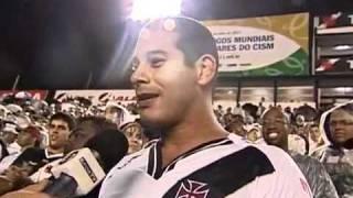 No duelo entre Neymar e Dedé, o zagueiro levou a melhor e marcou na vitória cruzmaltina. Diego Souza também fez uma boa...