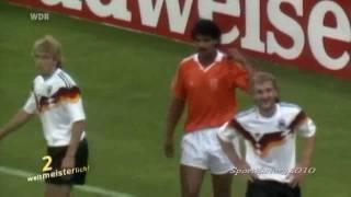 Frank Rijkaard spuckt Rudi Völler an (WM 1990)