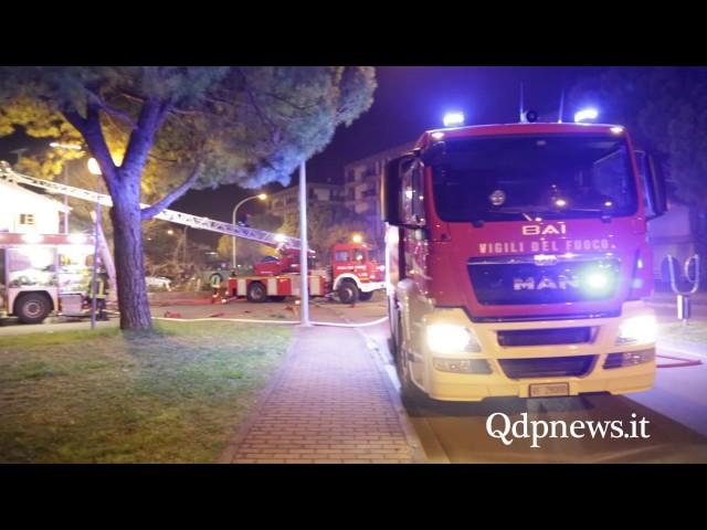 A fuoco camino e tetto in via Settembrini: l'intervento dei Vigili del Fuoco di Conegliano