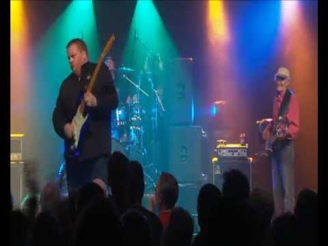 Danny Bryant's RedeyeBand - Night Life Live In Holland (2012)-Tell Me.flv