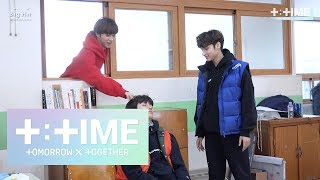 Video [T:TIME]Cute trick on sleeping boy! - TXT (투모로우바이투게더) MP3, 3GP, MP4, WEBM, AVI, FLV Maret 2019