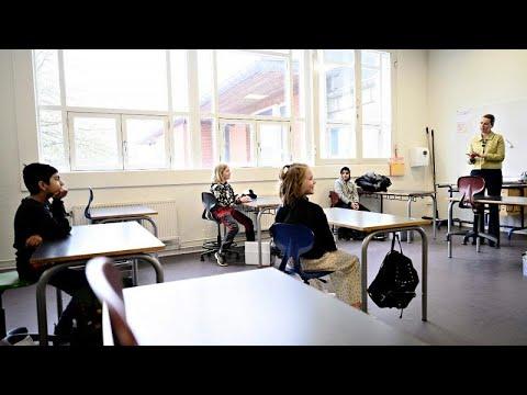 Σταδιακή επιστροφή στα θρανία για τους μαθητές στην Δανία…
