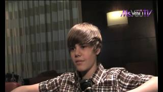 Check out this classic uncut and raw interview of a very young Justin Bieber that was conducted in London in 2010. He talks about how he will stay grounded (liar - LOL), relationship with Usher and his first album plus lots more.. Press Play!