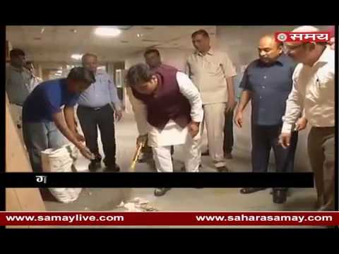 Minister Shrikant Sharma picks up broom to clean Govt office