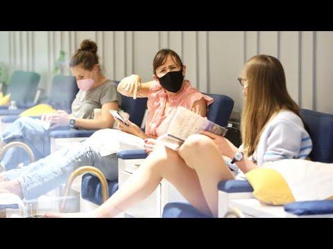 Jennifer Garner Bonds With Daughter Violet At The Nail Salon