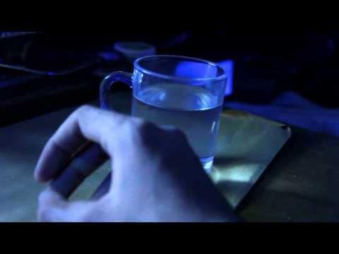 luminescencja Rivanolu w świetle UV - luminescence of Ethacridine lactate (Rivanol) in UV light