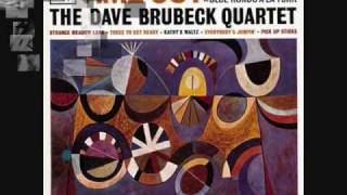 Take Five - The Dave Brubeck Quartet (1959) - YouTube