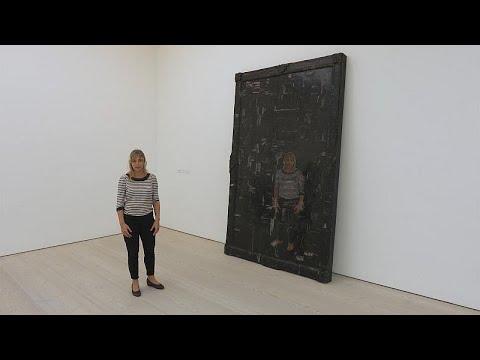 Γκαλερί Saatchi: Η έκθεση «Μαύρος καθρέφτης, η τέχνη ως κοινωνική σάτιρα»…