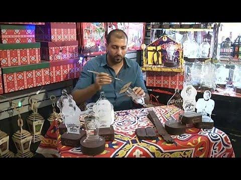 العرب اليوم - بالفيديو: فوانيس رمضان التقليدية تنافس المستورَدة من الصين