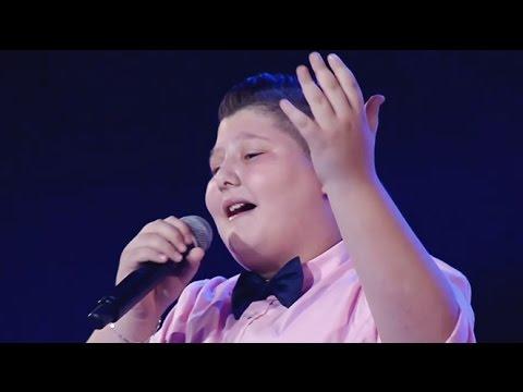 """زين عبيد يغني """"زينة لبست خلخالا"""" في The Voice Kids"""