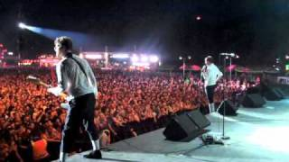 The Hives Live  - 'One More Time' - Return The Favor