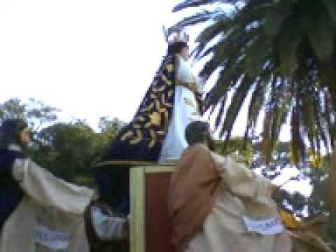 niños con campanas y se escucha la música del tambor y el tzijolaj