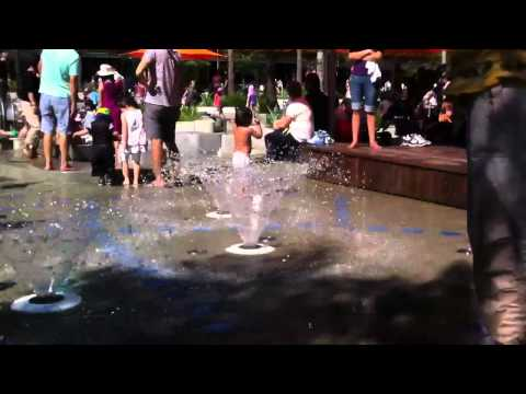 Danika playing with fountains at darling harbour (видео)