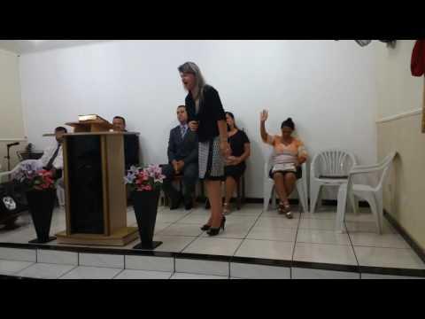 Cantora Eliana Campos louvando em nova Castilho