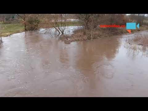 Říčka Javorka a její stoupající hladina po tání a deštích