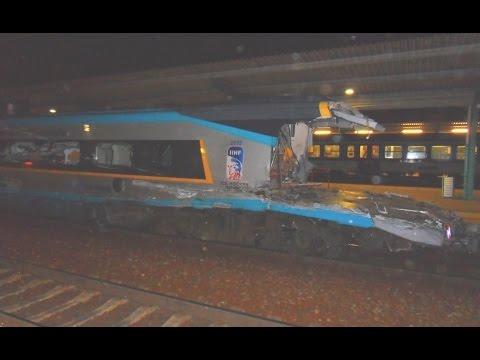 Zničené Pendolino po nehodě ve Studénce Pardubice hlavní nádraží (train crash)
