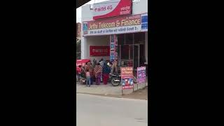 watch how congress leaders are distributing money to people in open.