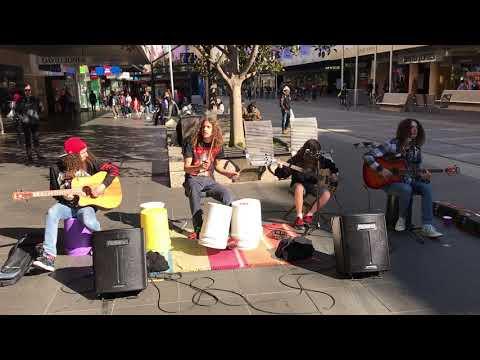 Nuorten katusoittajien huikea Metallica-coveri