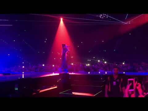 Love Me Harder - Ariana Grande live in Brisbane (12/09/17) FRONT ROW