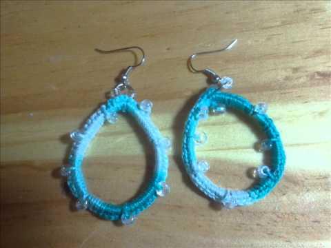 Pendientes de crochet, perlas y alambre.