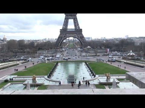 Tour Eiffel vue du Trocadéro ; Champs de Mars ; Pont d'Iéna ; quai Branly ; Paris ; France