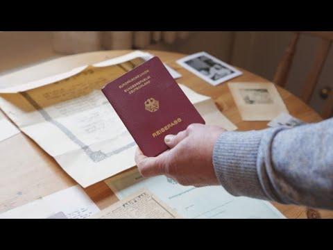 Brexit: Scores of British Jews apply for German passports