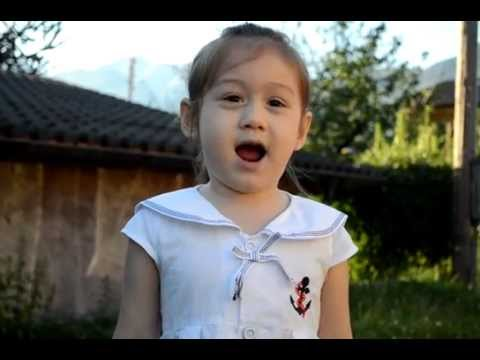 Camilla ThyThy 4 tuổi Clip mà mọi người yêu thích kể chuyện đi học