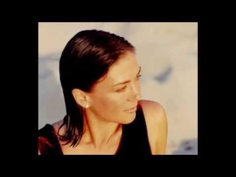 Besame Mucho - Carmen Cuesta Loeb