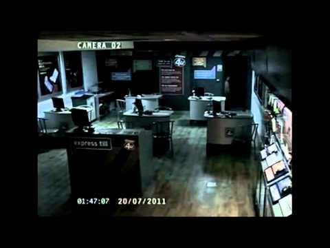 英通訊行監視器全都錄超嚇人!半夜現小女鬼網友熱烈討論?