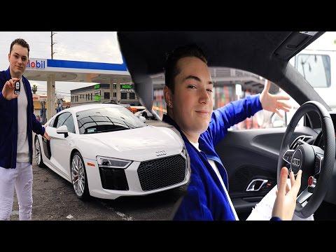 I GOT A NEW 2017 AUDI R8!? (SUPER CAR) (видео)