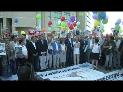 Τουρκία: Ξεκίνησε η δίκη των δημοσιογράφων της Cumhuriyet