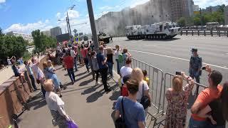 Rusiyanın son nəsil zirehli maşını paradda yandı