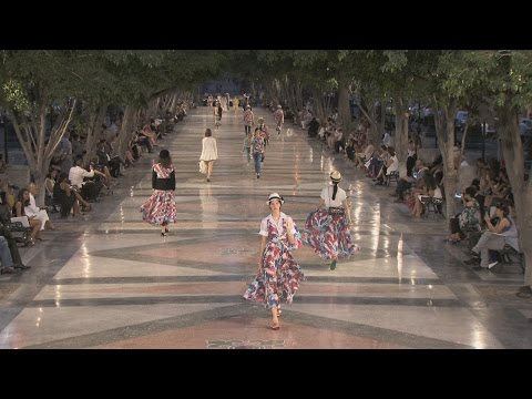 Cruise 2016/17 Show in Cuba – CHANEL Shows видео
